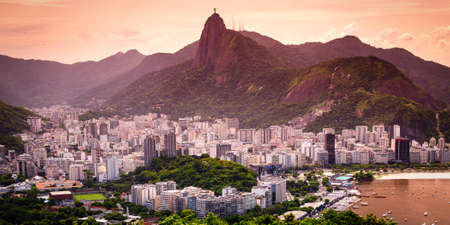 Cityscape with the Christ The Redeemer statue in the background, Corcovado, Rio de Janeiro, Brazil 版權商用圖片