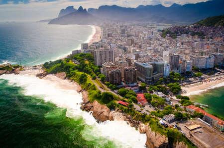 ウォーター フロント、イパネマのビーチ、コパカバーナ ビーチ、リオデジャネイロ、ブラジルでの建物 写真素材