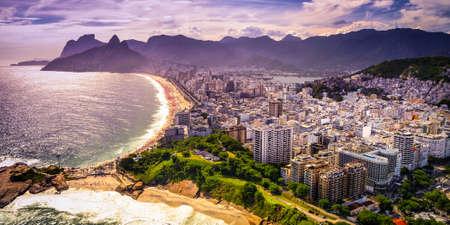 ビーチ フロント、イパネマのビーチ、リオデジャネイロ、ブラジルにおける建物の航空写真ビュー 写真素材
