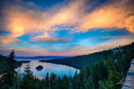 Erhöhte Ansicht von einem See, Lake Tahoe, Sierra Nevada, Kalifornien, USA Standard-Bild - 22229063