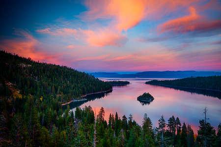 ハイアングル、湖、タホ湖、山脈ネバダ、カリフォルニア、米国の