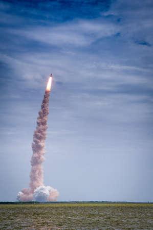 アトランティス-STS-135 NASA ケネディ宇宙センター、フロリダ州、アメリカ合衆国での起動 報道画像