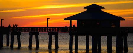 대서양, 포트 마이어스, 리 카운티, 플로리다, 미국에서에서 부두의 실루엣