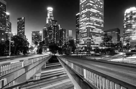 ロサンゼルス、カリフォルニア州、アメリカ合衆国夜ライトアップ ダウンタウンのスカイライン 写真素材