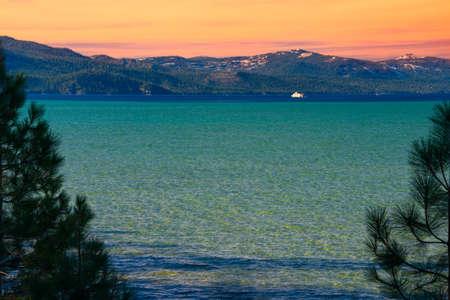 south lake tahoe: Lake with mountain range in the background, Lake Tahoe, California, USA Stock Photo