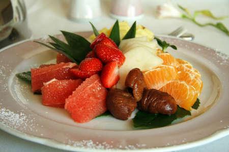 Close-up of fruit salad dessert in a plate Standard-Bild