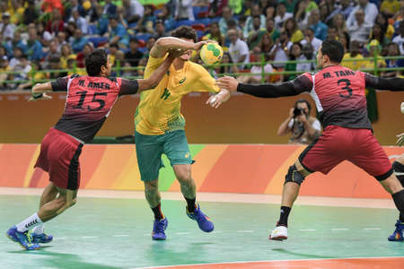 terrain de handball: Rio, Brazil - august 13, 2016: Things dos SANTOS during Handball game Brazil (BRA) vs Egypt (Egy) in Future Arena in the Olympics Rio 2016
