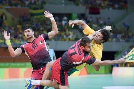 terrain de handball: Rio, Brazil - august 13, 2016: Yehia Elderaa during Handball game Brazil (BRA) vs Egypt (Egy) in Future Arena in the Olympics Rio 2016