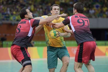terrain de handball: Rio, Brazil - august 13, 2016: Handball game Brazil (BRA) vs Egypt (Egy) in Future Arena in the Olympics Rio 2016