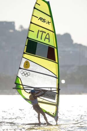 리오 데 자네이, 브라질 - 2016 년 8 월 14 일 : 리오 2016 올림픽 게임의 여성 rx-medley 릴레이 중 FLAVIA TARTAGLINI (ITA) 에디토리얼