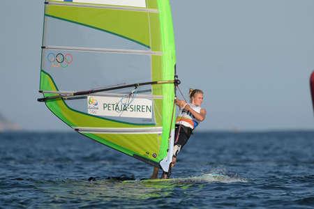 리우데 자네이루, 브라질 - 2016 년 8 월 14 일 : 리우 2016 올림픽 게임의 여자 RSR 릴레이 중 Tuuli PETAJA-SIREN (FIN)