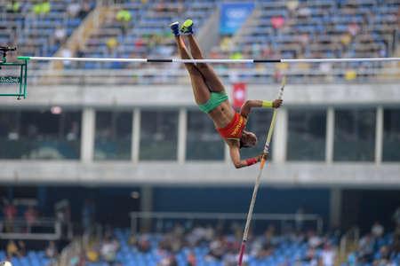 Río de Janeiro, Brasil - 16 de agosto de 2016: TAVARES Maria Leonor (POR) durante salto de poste de las mujeres en los Juegos Olímpicos de Río 2016