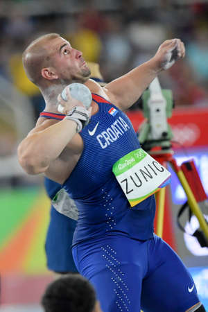 Rio de Janeiro, Brasil - 18 de agosto de 2016: Stipe ZUNIC Stipe (CRO) durante la final de lanzamiento de peso de los hombres en los Juegos Olímpicos de Rio 2016 Editorial