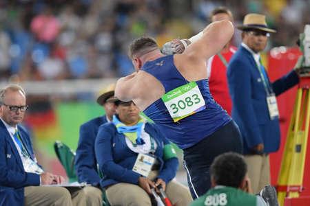 Río de Janeiro, Brasil - 18 de agosto de 2016: Joe KOVACS (EE. UU.) Durante la final de lanzamiento de peso de los hombres en los Juegos Olímpicos de Río 2016 Editorial