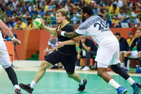 Rio, Brasil - 19 de agosto de 2016: Julius KUHN (GER) durante el juego de balonmano Francia (FRA) vs Alemania (GER) en el Future Arena en los Juegos Olímpicos de Río 2016