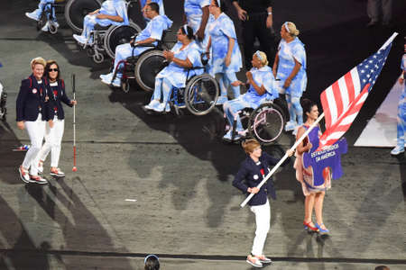 Rio de Janeiro, Brazil - september 07, 2016: opening ceremony of the Paralympics Rio 2016 at Maracana Stadium. Delegation of USA Foto de archivo - 95864435