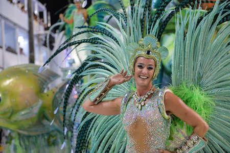 Rio de Janeiro, RJ / Brasilien - 9. Februar 2018: Samba-Schulparade in Sambodromo. Imperio da Tijuca während des Festivals in der Marques de Sapucai Straße. Muse Samantha Flores Editorial