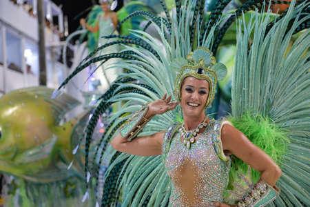Rio de Janeiro, RJ / Brasile - 9 febbraio 2018: Parata della scuola di Samba nel Sambodromo. Imperio da Tijuca durante il festival in via Marques de Sapucai. Musa Samantha Flores