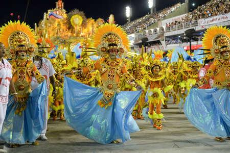 Río, Brasil - 11 de febrero de 2018: Desfile de la escuela de samba en el Sambódromo. Unidos de Padre Miguel durante el desfile del carnaval carioca en el Marqués de Sapucai
