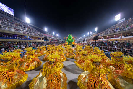Río, Brasil - 02 de marzo de 2019: Unidos de Bangu durante el Carnaval Samba School Carnival RJ 2019, en el Sambódromo Editorial