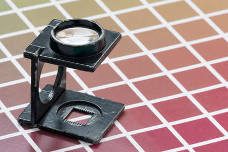 wire-type magnifying glass, on samples of color scale scale for printing and lithography