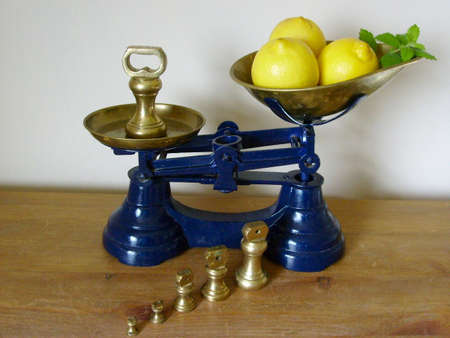 ktchen: Display of Kitchen scales, lemons, brass weights Stock Photo