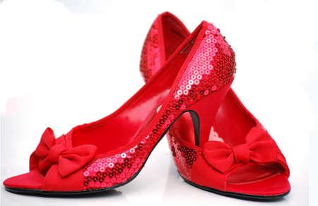 tacones rojos: lentejuelas zapatos rojos Foto de archivo