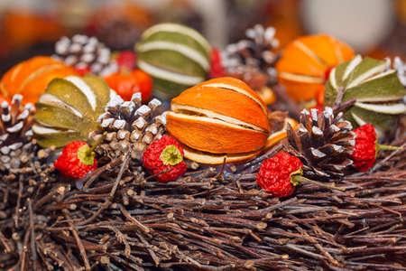 frutas secas: Mont�n de Navidad tradicional frutas secas arom�ticas Foto de archivo