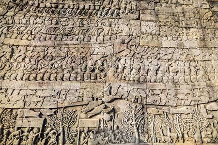 Storici Khmer bassorilievo con scene leggenda indù al tempio di Bayon, la Cambogia.