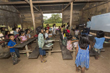 Angkor Wat village, SIEM REAP province, CAMBODIA - 7 Jan 2015: A classroom at a rural primary school in a small village just outside the famous Angkor Wat Temple complex. 新聞圖片
