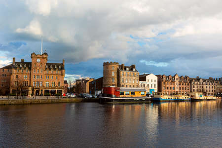 EDINBURGH, SCOTLAND - Mart 30, 2016: The Quayside in Port of Leith, the historic district of Edinburgh City famous for its restaurants on boats and pubs. Redakční