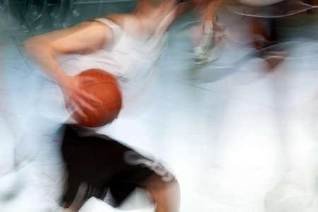 lucifers: een sportman in een basket bal spel met een basket bal  Stockfoto