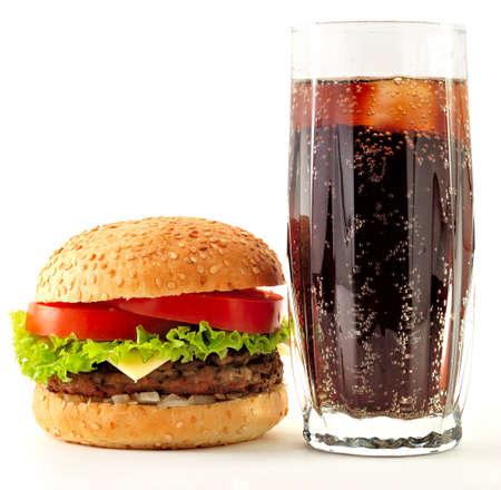 colas: hamburger al formaggio e un bicchiere di coca cola Archivio Fotografico
