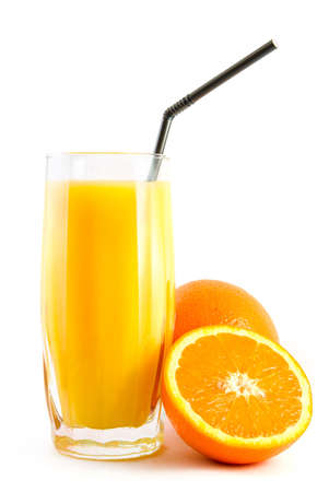 vaso de jugo: jugo de naranja y las naranjas