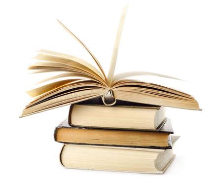 pile of books: sono isolati in pila di libri su bianco