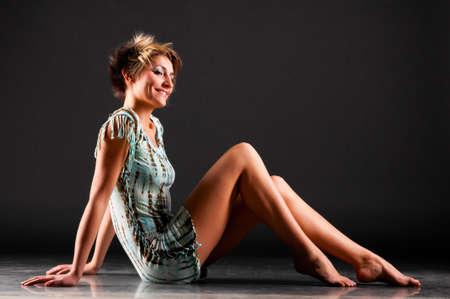 jolie pieds: femme avec de longues jambes