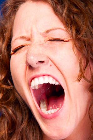 boca abierta: gritos de la mujer Foto de archivo