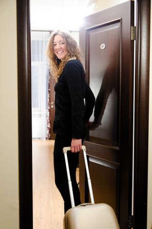 in te gaan op hotelkamer Stockfoto