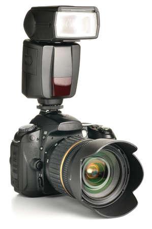 foto camera met een aangesloten externe flitser