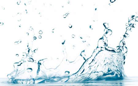macro foto van een water splash geïsoleerd op wit