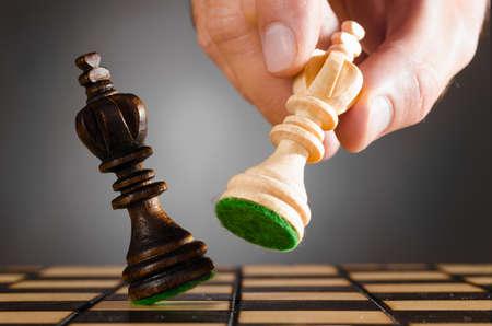 ajedrez: reyes de madera