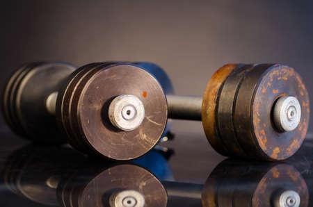 levantar pesas: barras de metal Foto de archivo