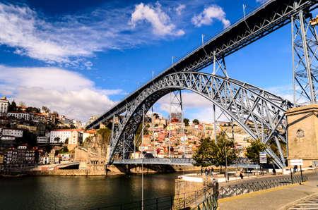 dom: voir de pont Dom Luis I à Porto, Portugal