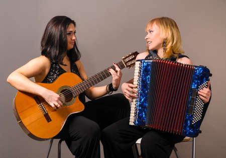 acordeón: la guitarra y el acordeón artistas
