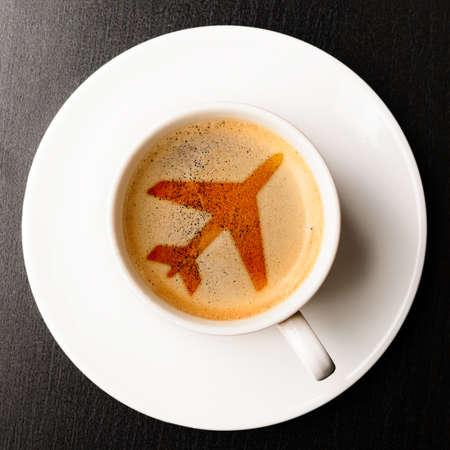 테이블에 공항 커피 컵 신선한 에스프레소, 위에서보기 스톡 콘텐츠 - 20731085