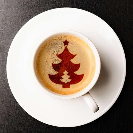 arbol de cafe: taza de caf� reci�n hecho en la mesa, ver desde arriba Foto de archivo