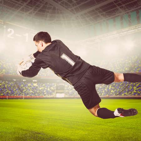 portero: el fútbol o el portero de fútbol es la captura de pelota en el estadio, los colores cálidos en tonos