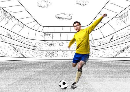 jugador de futbol: fútbol o jugador de fútbol que golpea el balón está en el estadio Foto de archivo