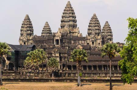 アンコール ・ ワット、クメール寺院の複合体、観光客古代ランマークと東南アジアの崇拝の場所の間で人気の部分。シェムリ アップ、カンボジア