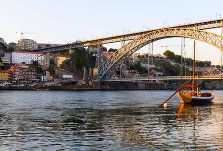 dom: vue de Dom Luis I pont à Porto, Portugal